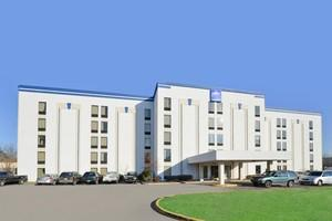 Americas Best Value Inn & Suites-Louisville - Airport